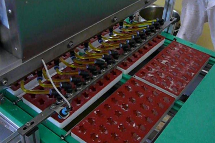 Półautomatomatyczna maszyna do żelek