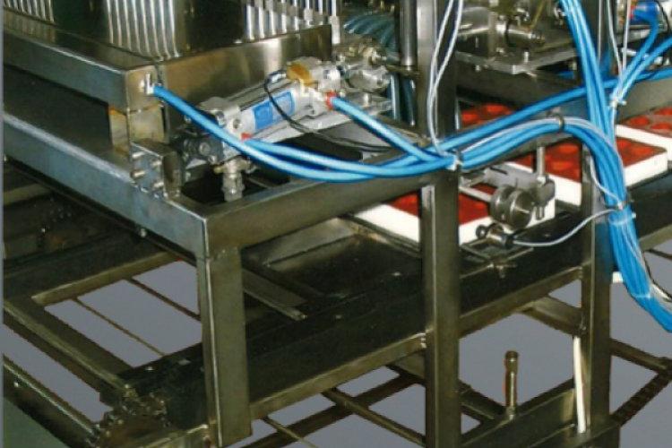 Maszyna zalewająca formy do żelek